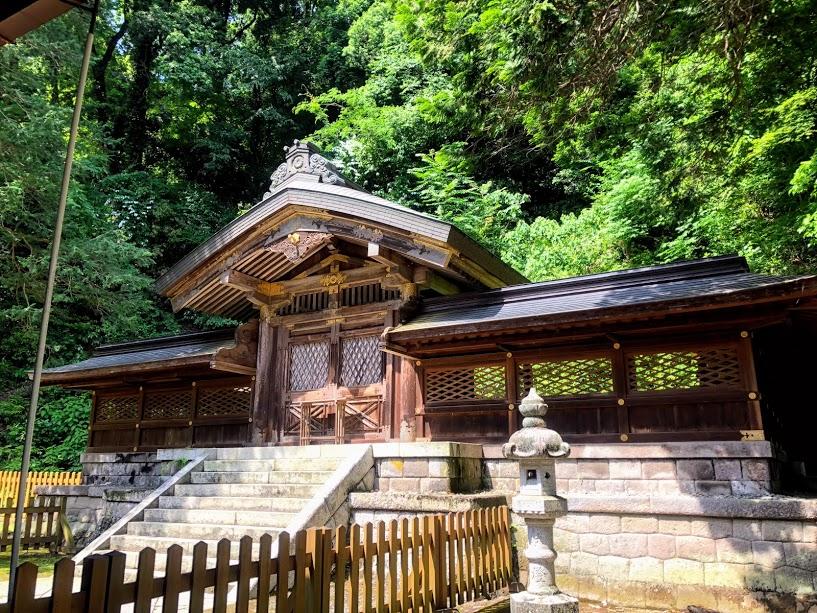 金さな神社 中門